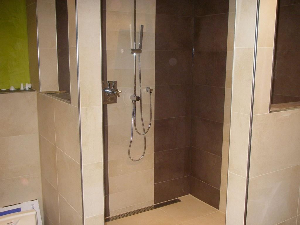 Edle Dusche nach Badsanierung