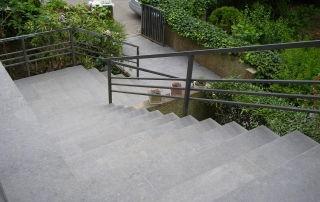 Treppe eines Fliesenlegers